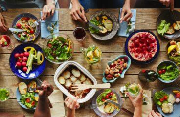 Koncert pro jedlíka, tři talíře a jeden příbor